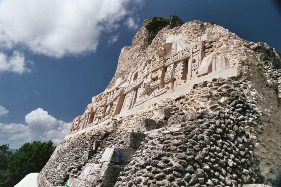 Xunantunich   Fries am El Castillo (Pyramide A6)- 2003   © Karibik Inside